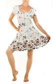Snygg klänning med blommönster — Stockfoto