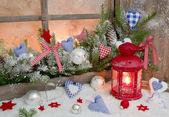 Juldekoration på fönsterbrädan — Stockfoto