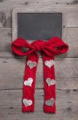 Placa de giz para mensagem com arco e corações — Fotografia Stock
