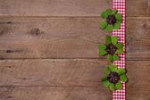 Sfondo in legno con trifogli per felice anno nuovo — Foto Stock