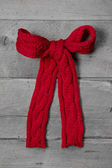 Red knitted bow for present — Stockfoto