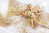 Golden present box with angel playing violin — Stock Photo