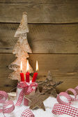 Red burning candles with Christmas decoration — Stockfoto