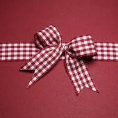 Claret greeting card with ribbon — Stock Photo