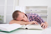 Student sleeping at desk — Foto Stock