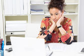 Woman boring at workplace — Stockfoto
