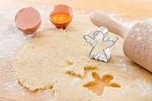 Lebkuchen cookies auf weihnachten vorzubereiten hautnah — Stockfoto