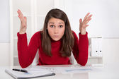 Hands up - young businesswoman has concentration problems at studying or lerning — Foto Stock