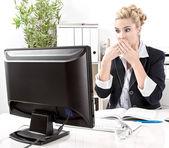 Woman shocked computer crash — Stockfoto