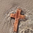 Wooden cross in sea — Stock Photo