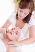 Hluboké relaxace během masáže — Stock fotografie