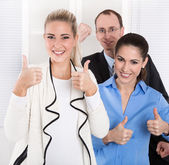 Successful young businesspeople - good cooperation. — Stockfoto
