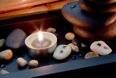 禅宗的石头和一支蜡烛 — 图库照片