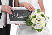 Fresh married couple holding a sign for advertising in her hands — Stock fotografie