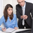 Two businesspeople in the office - discussion or bullying at wor — Foto Stock