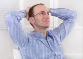 Manager presso ufficio prendendo la sua rottura e sognare. — Foto Stock