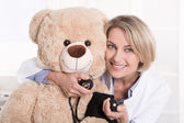 Happy medical doctor for children with a teddy bear. — 图库照片
