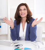 Attractive senior managing director gesturing with hands. — Stockfoto