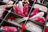 Швейная коробка с разными Текстиль для творчества. — Стоковое фото