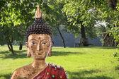 Медитация: Фигурка Будды в Дзен-саду. — Стоковое фото