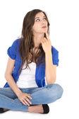 Isolerade unga reflekterande kvinnlig student sitter i korsade ben — Stockfoto