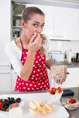 Young woman eating yogurt with fresh fruits in the morning. — Stock Photo
