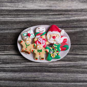 Christmas time: handmade gingerbread for decoration with santa c — Stock Photo