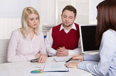 Financial business meeting: young married couple - adviser and c — Stock Photo