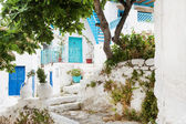 Architecture on the Cyclades. Greek Island buildings with her ty — Stock Photo