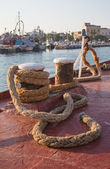 Old sisal rope of an ancient ship fixed on the docks in the harb — Stock Photo