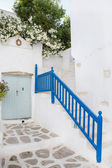 Architecture on the Cyclades. Greek Island buildings with her ty — Stock fotografie