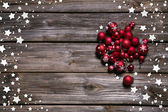 Wooden rustic christmas background with red balls and as frame. — Stockfoto