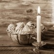 Vintage or shabby chic christmas background with one burning can — Stock Photo