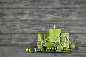 Wooden christmas or advent background with green decoration, can — Photo