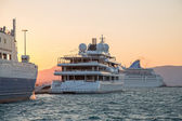 Sunset: Luxury large super or mega motor yacht in the evening. — Stockfoto