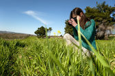 Young photographer taking pictures outdoors — 图库照片