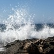 Waves crashing on rocky shore  — Stock Photo