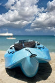 Sandy beach and kayak — Foto de Stock