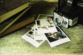Vintage camera and photos — Stock Photo