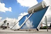 Aquecedor solar de água — Foto Stock