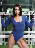 Beautiful girl bodybuilder in the gym — Stock fotografie