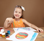 Little girl draws paints in kindergarten — Stock Photo
