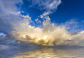 Breathtaking sunset views to the majestic cumulonimbus clouds — Stock Photo