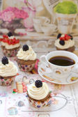 Vanilla cupcakes with cream cheese frosting — Stock Photo