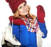 아름 다운 행복 한 젊은 여자가 아이스 스케이팅 — Stockfoto