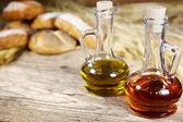 Pane e olio sul legno — Foto Stock