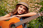 Country hippie girl with guitar — Stockfoto