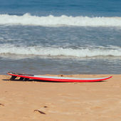 Surfboard on the Sand — Stock Photo