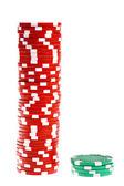 Barevné poker žetony izolované na bílém — Stock fotografie