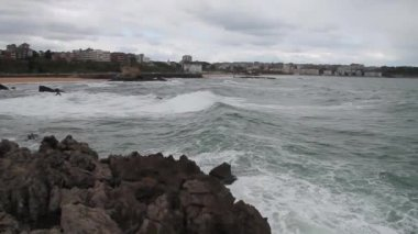 Inclement weather in the Cantabrian coast — Stock Video